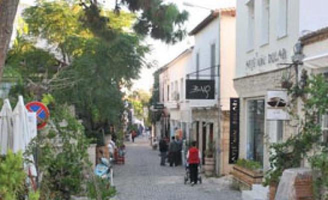 Alaçatı Turizmi Nisan'da Başladı, Kasım'da Bitecek