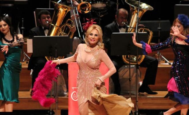 Karantinalı Despina Müzikali Karşıyaka'da