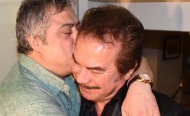 Orhan Baba'ya Öpücük