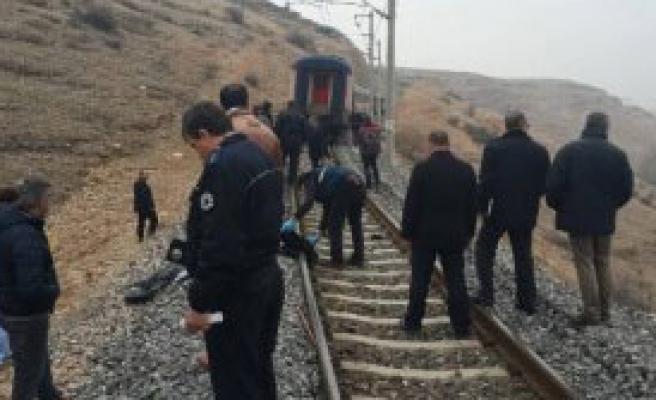 Demir Yolundan Geçerken Tren Altında Öldü