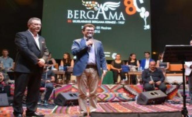 Bergama Kermesi Usta Tiyatrocuları Konuk Etti