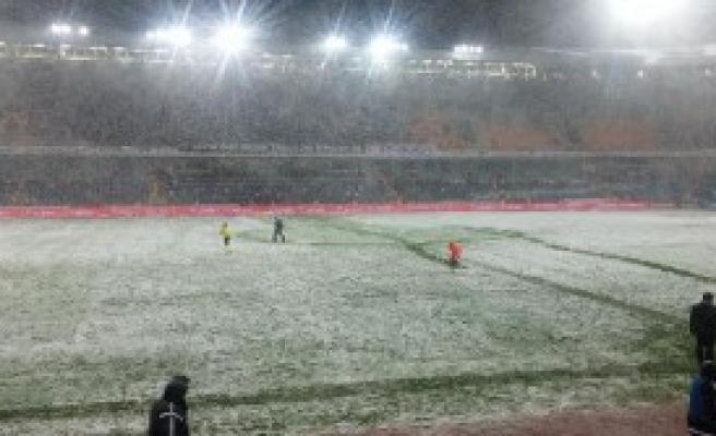 Beşiktaş - Mersin İ. Maçına Kar Engeli