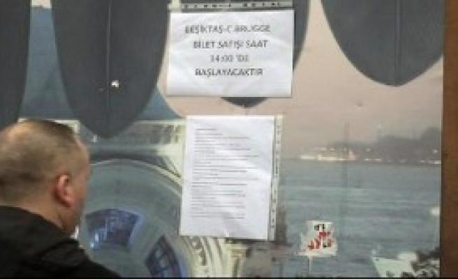 Beşiktaş Taraftarları Kağıt Bilete Akın Etti