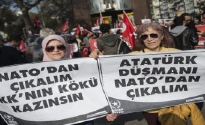 Beşiktaş'ta NATO Protestosu