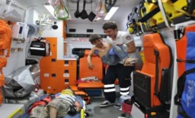 Besni'de Kaza: 2 Yaralı