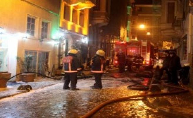 Otelde Yangın: 3'ü Ağır, 6 Yaralı