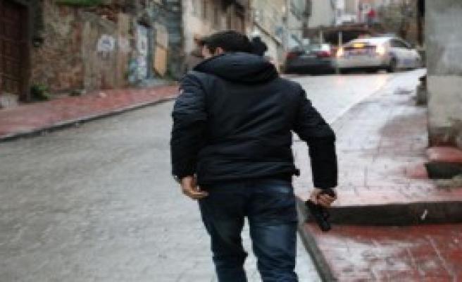 Beyoğlu'nda Polise Saldırı