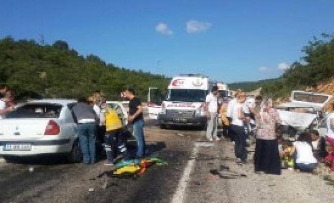 Bilecik'te Kaza: 2 Ölü, 10 Yaralı