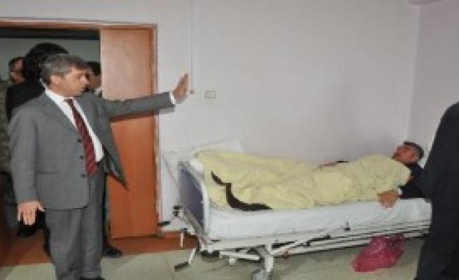 Bitlis Valisi, Yaralı Askerleri Ziyaret Etti