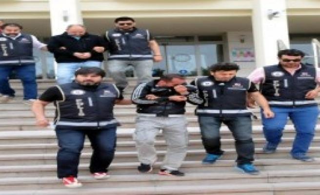 Göçmen Kaçakçılığına 5 Tutuklama