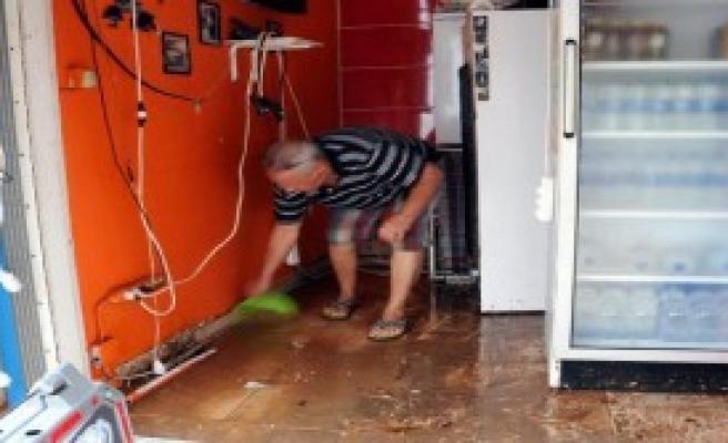 Bodrum'da Sağanak Yağmur Su Baskınlarına Neden Oldu