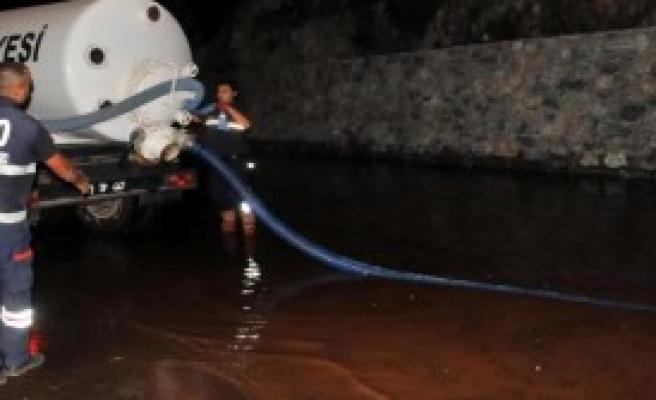 Bodrum'da Sokakları Su Bastı