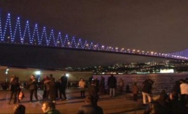 Boğaziçi Köprüsü Neden Mor?