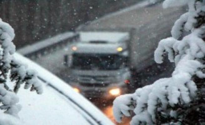 Bolu Dağı'nda Kar, Ulaşımı Zorlaştırdı