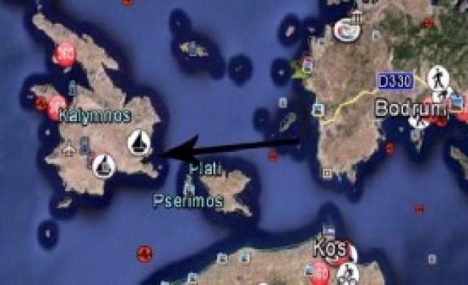 Kaçaklar, 10 Saat Yüzerek Yunan Adasına Ulaştı