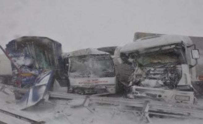 Bozüyük'te Zincirleme Kaza: 30 Yaralı