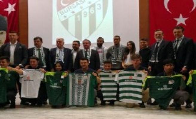 Öğrencilere Bursaspor Forması