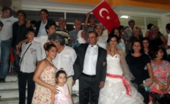 'İzinsiz Türk Bayrağı Asılamaz'