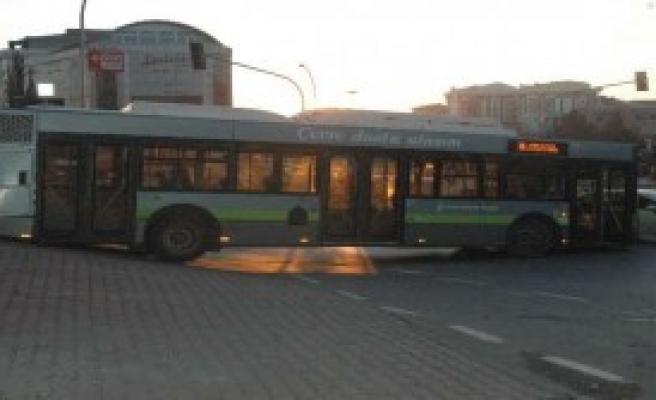 Halk Otobüsü Mahsur Kaldı