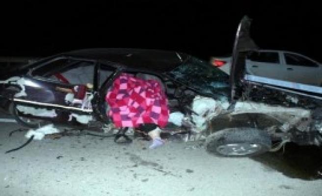 Otomobille Traktör Çarpıştı: 1 Ölü, 3 Yaralı