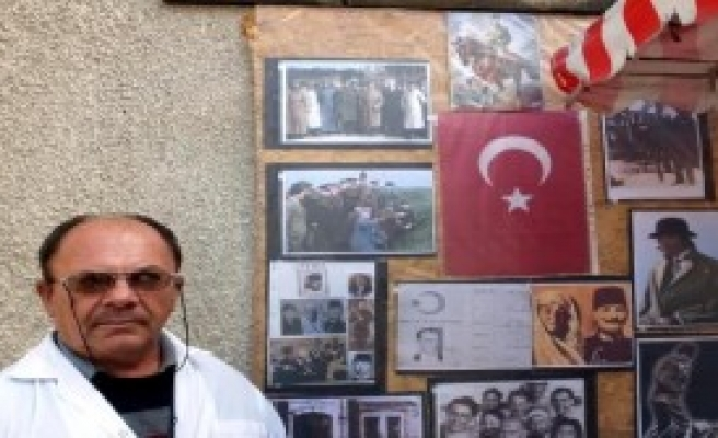 Burhaniyeli Simitçiden Atatürk Köşesi