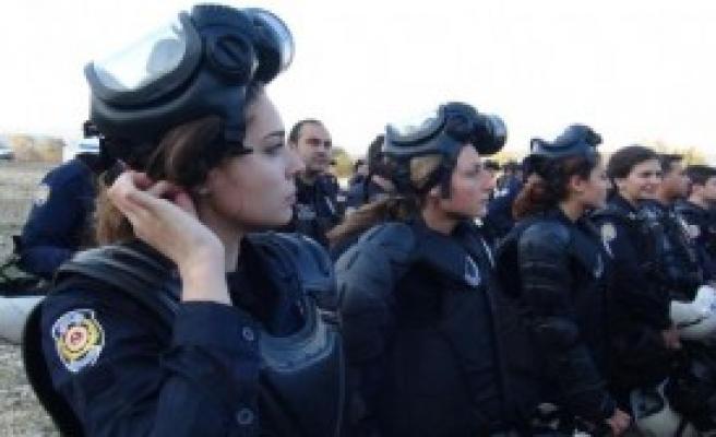 Bursa'da Çevik Kuvvet Tatbikatı Gerçeğini Aratmadı