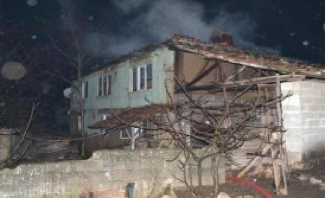 Bursa'da İki Katlı Ev Yandı