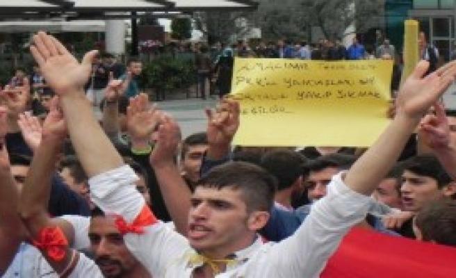 Bursa'da Olaylara Bayraklı Tepki