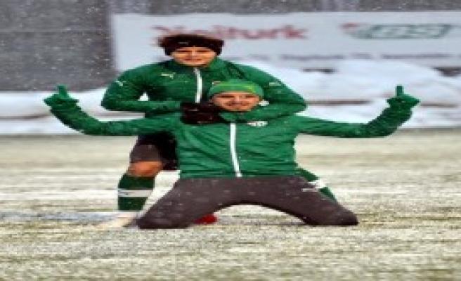 Bursaspor Kar Altında Çalıştı