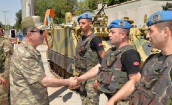 Genelkurmay Başkanı Askeri Birlikleri Ziyaret Etti