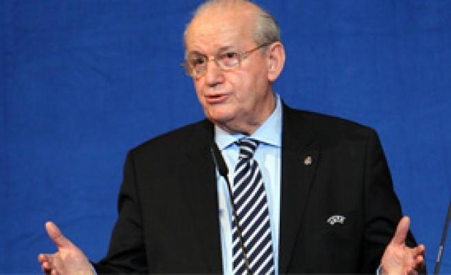 Erzik: 'UEFA'ya Şikayet Etmeyin'