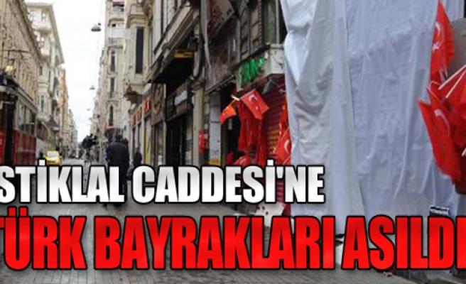 Türk Bayrakları Asıldı