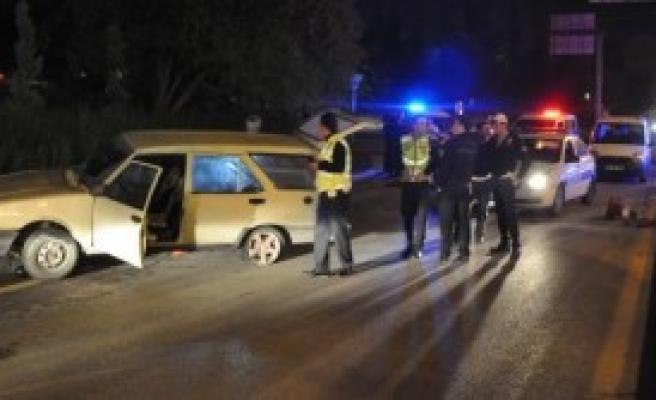 Çalıntı Araçla Polisten Kaçarken Kaza Yaptı