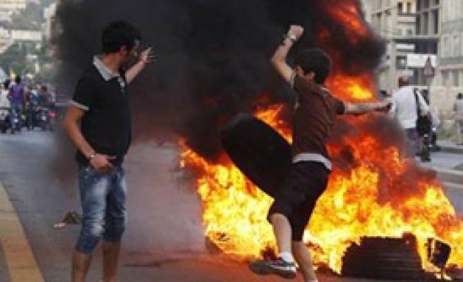 Lübnan'da Tansiyon Yüksek: 2 Ölü
