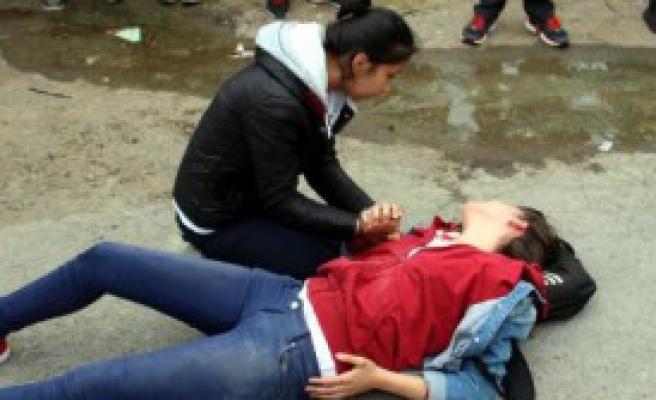 Genç Kız Yaralandı