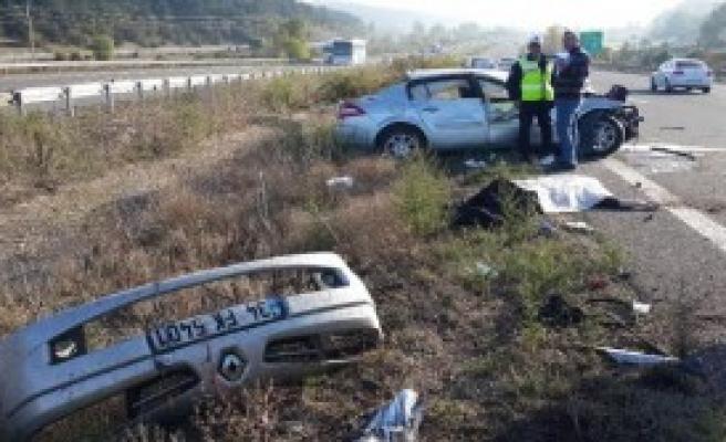 Cenaze Yolunda Kaza: 1 Ölü, 3 Yaralı
