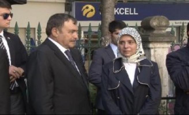 Cenazede Beyoğlu Belediye Başkanı'na Tepki