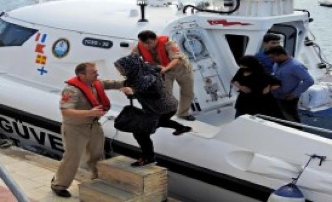 Çeşme'de 28 Kaçak Yakalandı