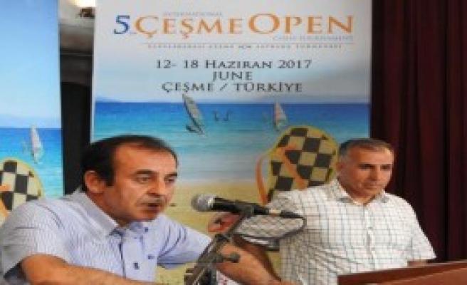Çeşme'de Satranç Turnuvası Başladı