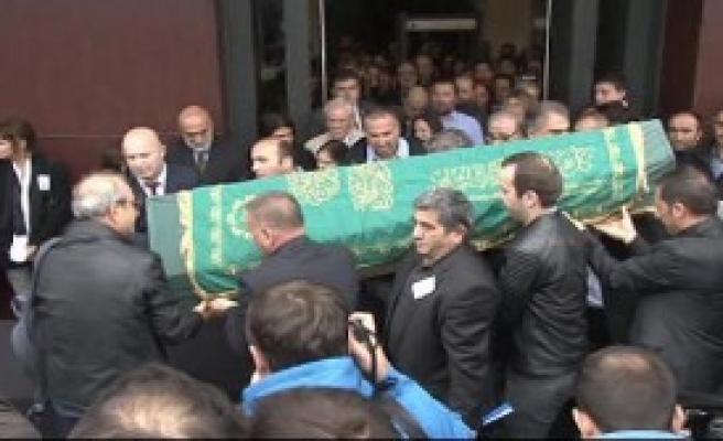 Çetin Altan İçin Milliyet Gazetesi Önünde Tören