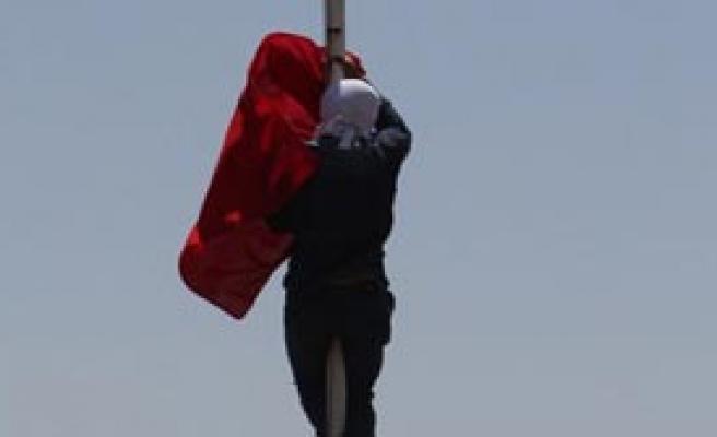 Bayrak İndirmede Flaş Gelişme