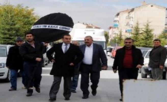 CHP'den Adliye Sarayına Siyah Çelenk