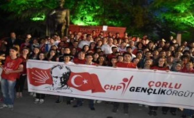 CHP'liler, Çorlu'da Fener Alayı Düzenledi