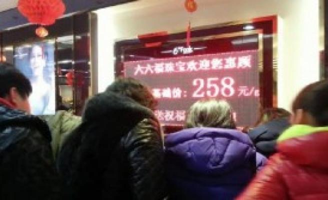 Çinli Teyzeler Altına Koştu