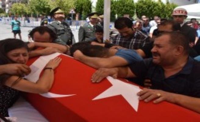 Cinnet Getiren Erin Şehit Ettiği 2 Asker, İzmir'de Toprağa Verildi