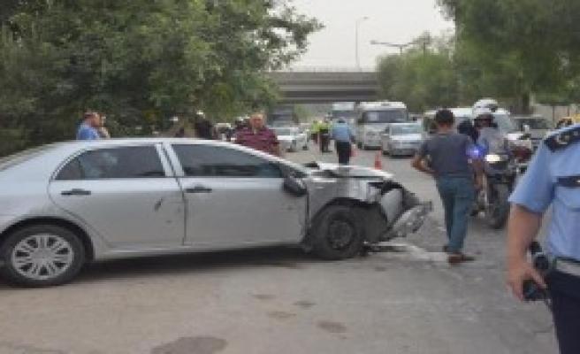 Ciple Polis Otomobiline Çarptı