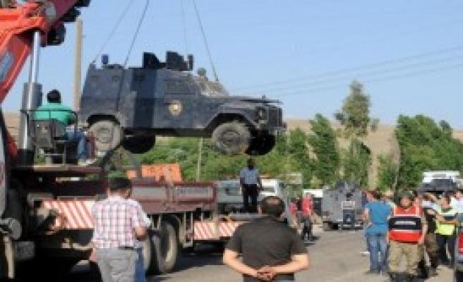 Zırhı Araç Devrildi, 4 Polis Yaralandı