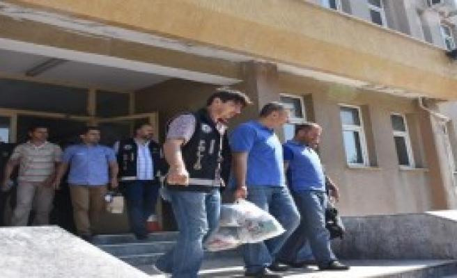 Çorlu'da 4 Öğretmen Tutuklandı