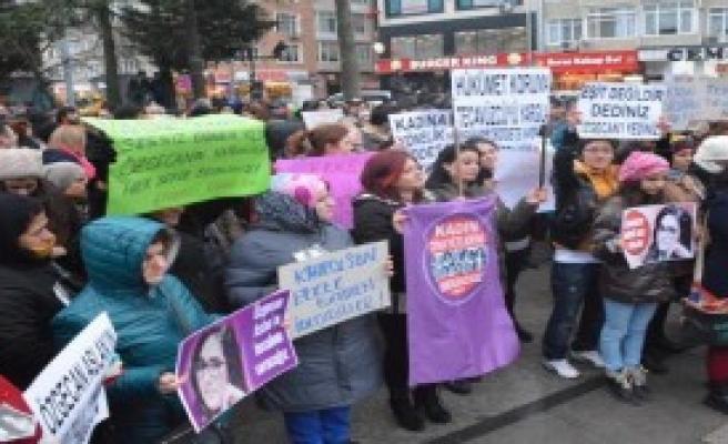 Çorlu'da Kadınlar Özgecan İçin Yürüdü