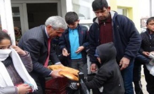Çorum'da Suriyelilere Ücretsiz Ekmek
